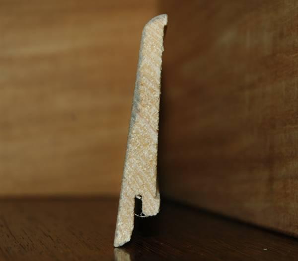 Plinthe plaquée chêne véritable huilé,support sapin massif. profil arrondi.plinthe en biais. Coordonnée au parquet contrecollé O' Tantik Lin et Chanvre.16x80x2400m.